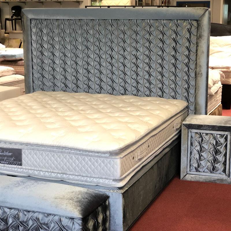 Boxspringbett REVOLUTION mit Bettbank und Nachttisch